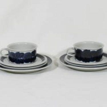 Arabia Anemone teekupit ja lautaset, käsinmaalattu, 2 kpl, suunnittelija Ulla Procope, käsinmaalattu, signeerattu