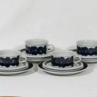 Arabia Anemone teekupit ja lautaset, käsinmaalattu, 4 kpl, suunnittelija Ulla Procope, käsinmaalattu, signeerattu