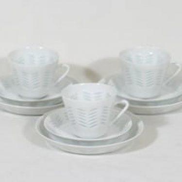 Arabia FK/65-66 kahvikupit ja lautaset, 15 cl, 3 kpl, suunnittelija Friedl Holzer-Kjellberg, 15 cl, riisiposliini, massasigneerattu