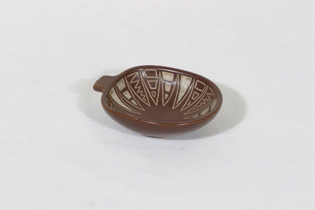 Arabia Tarina tuhka-astia, ruskea, suunnittelija Arabian taideteollisuusosasto, pieni, raaputuskoriste