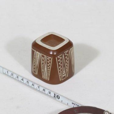 Arabia Tarina savukepikari, ruskea, suunnittelija Arabian taideteollisuusosasto, pieni, raaputuskoriste kuva 2