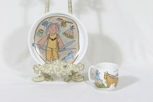 Arabia Intiaanipoika lasten kuppi ja lautanen, suunnittelija Karin Erm.Kalman, serikuva