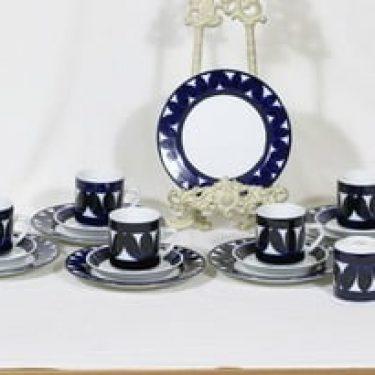 Arabia Sotka kahvikupit ja lautaset, käsinmaalattu, 6 kpl, suunnittelija Raija Uosikkinen, käsinmaalattu