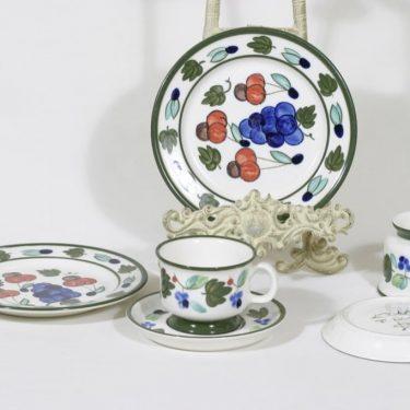 Arabia Palermo kahvikupit ja lautaset, 16 cl, 2 kpl, suunnittelija Dorrit von Fieandt, 16 cl, käsinmaalattu, signeerattu