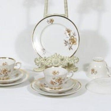 Arabia Myrna kahvikupit ja lautaset, 3 kpl, suunnittelija Olga Osol, serikuva