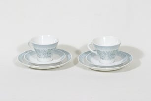 Arabia Elisabeth kahvikupit ja lautaset, 2 kpl, suunnittelija Raija Uosikkinen, serikuva