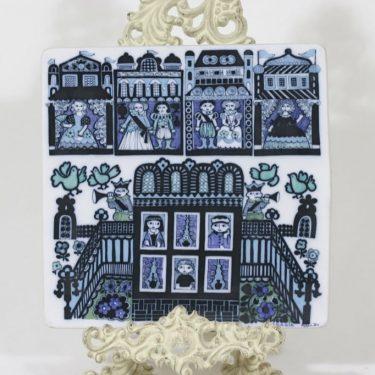 Arabia koristelaatta, käsinmaalattu, suunnittelija Raija Uosikkinen, käsinmaalattu, signeerattu, uniikki