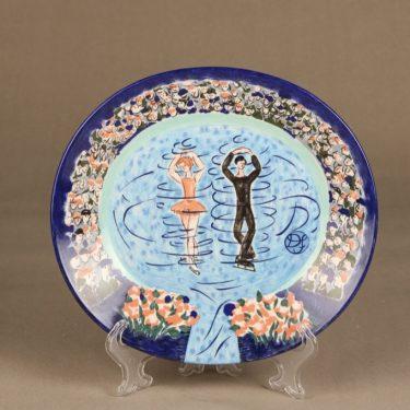 Arabia koristelautanen, Taitoluistelun mm-kisat 1999, suunnittelija Dorrit von Fieandt, Taitoluistelun mm-kisat 1999, signeerattu, osittain käsinmaalattu