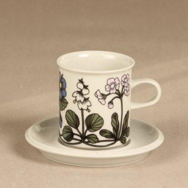 Arabia Flora kahvikuppi, suunnittelija Esteri Tomula, serikuva, kukka-aihe
