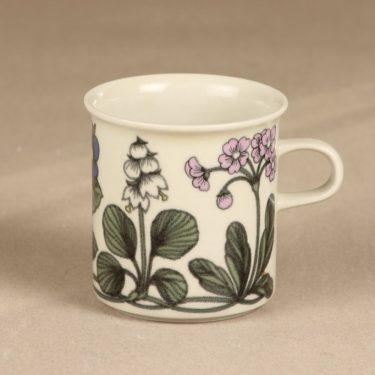Arabia Flora muki, suunnittelija Esteri Tomula, serikuva, kukka-aihe