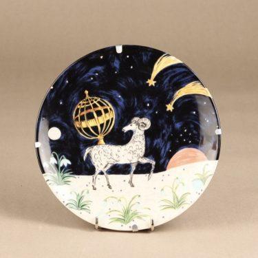 Arabia horoskooppi seinälautanen, Oinas, suunnittelija Dorrit von Fieandt, Oinas, horoskooppiaihe
