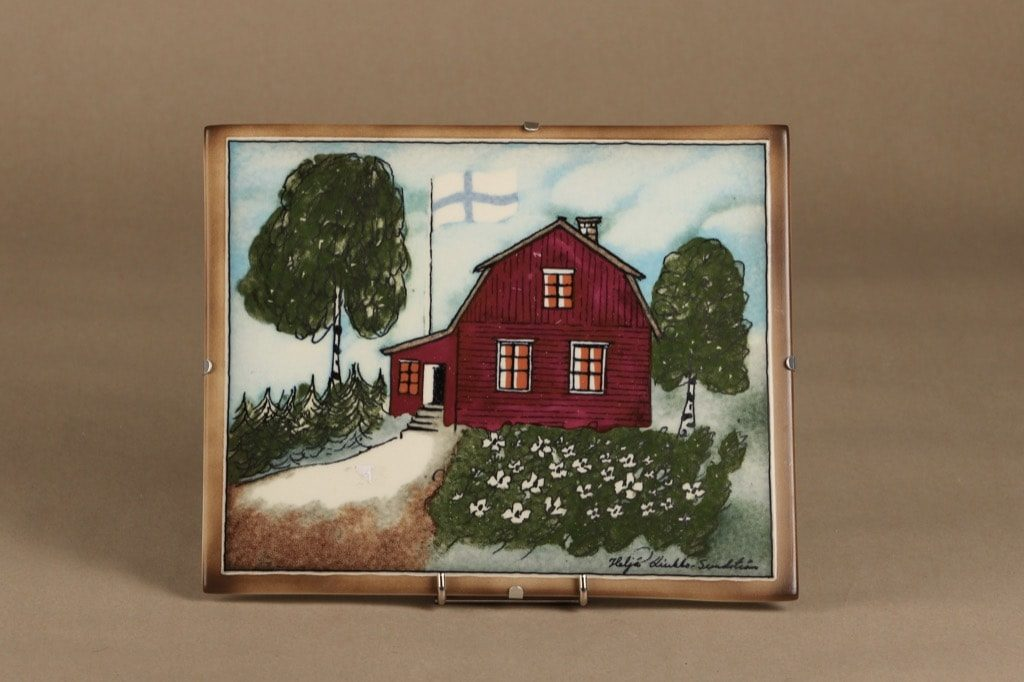 Arabia seinälaatta, Punainen tupa ja perunamaa, suunnittelija Heljä Liukko-Sundström, Punainen tupa ja perunamaa, suuri, signeerattu, taloaihe