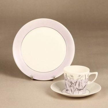 Arabia Kesä II kahvikuppi ja lautaset, lila, suunnittelija Esteri Tomula, painokuva, maalattu