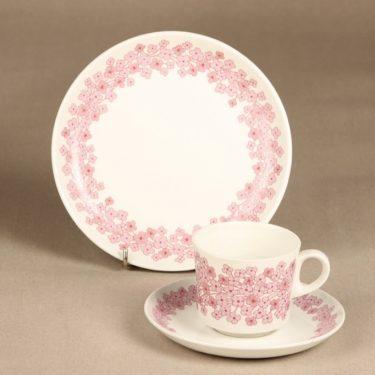 Arabia Leena kahvikuppi ja lautaset, vaaleanpunainen, suunnittelija Raija Uosikkinen, serikuva
