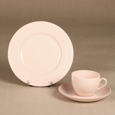 Arabia Sointu coffee cup, saucer and plate, pink, Kaj Franck