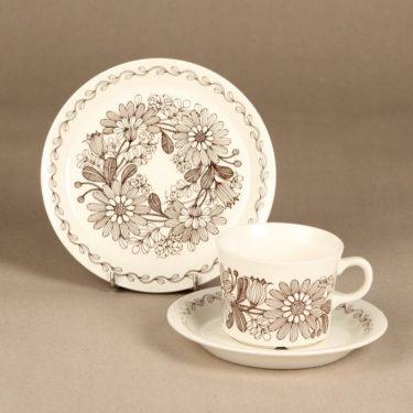 Arabia Elina teekuppi ja lautaset, ruskea, suunnittelija Esteri Tomula, serikuva