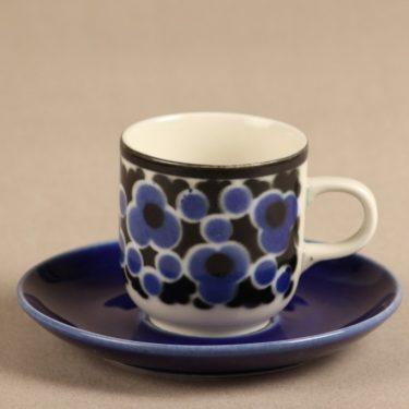 Arabia Kara kahvikuppi, serikuva, suunnittelija Anja Jaatinen-Winquist, serikuva