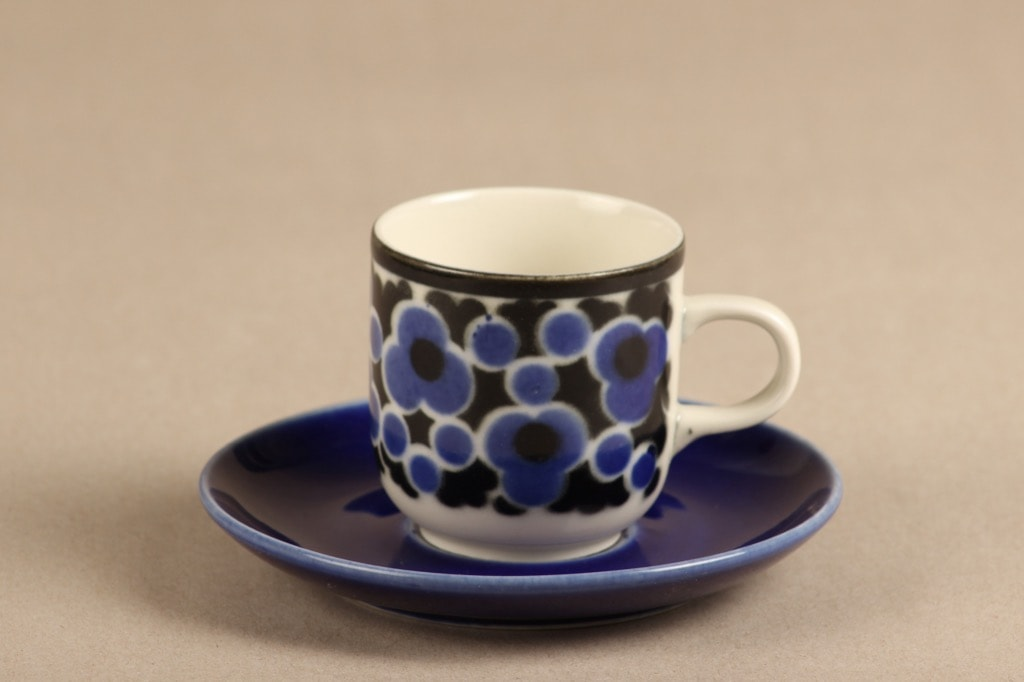 Arabia Kara coffee cup, silk screening, Anja Jaatinen-Winquist