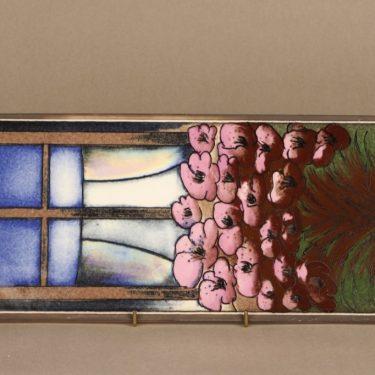 Arabia seinälaatta, Lapsuuden ilo, suunnittelija Heljä Liukko-Sundström, Lapsuuden ilo, suuri, serikuva, kukka-aihe, signeerattu