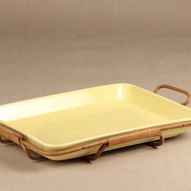 Arabia Kilta vati, keltainen, suunnittelija Kaj Franck, rottinkiteline