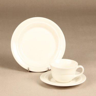 Arabia Tuuli kahvikuppi ja lautaset, valkoinen, suunnittelija Heljä Liukko-Sundström,