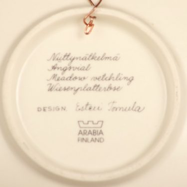 Arabia Botanica koristelautanen, Niittynätkelmä, suunnittelija Esteri Tomula, Niittynätkelmä, serikuva, kukka-aihe kuva 2