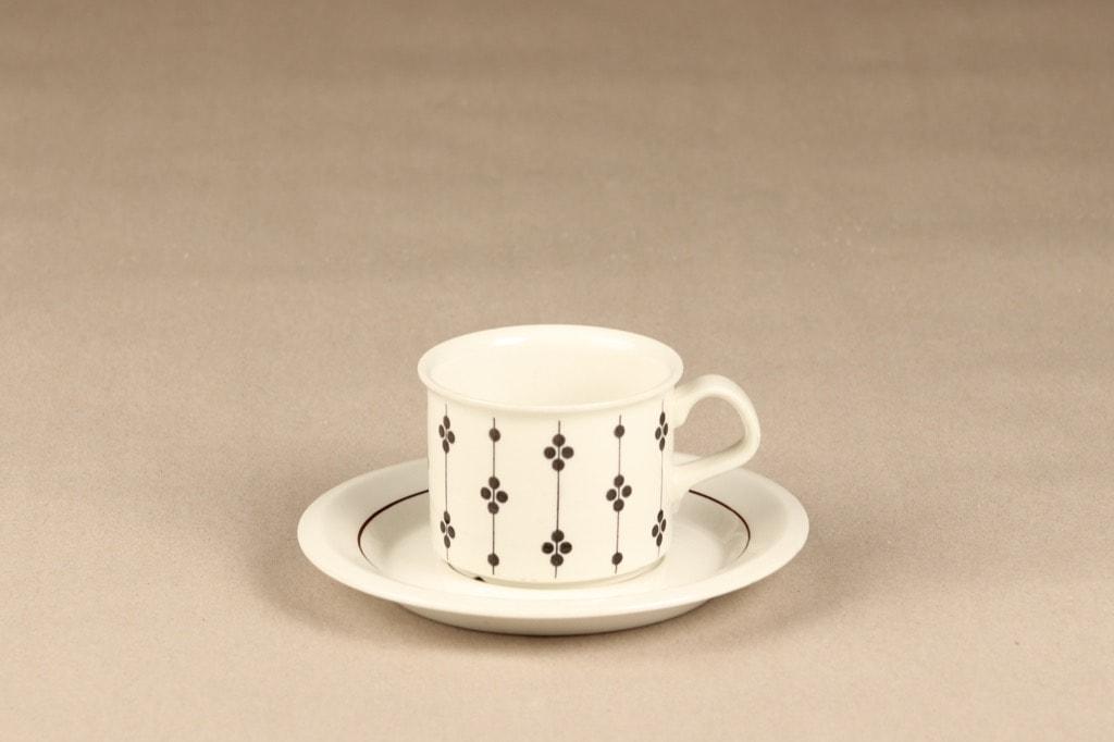 Arabia Kartano kahvikuppi, mustavalkoinen, suunnittelija Esteri Tomula, painettu ja maalattu