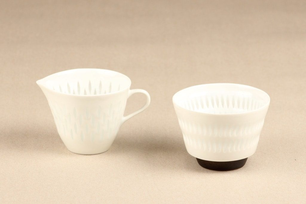 Arabia Helmi sugar bowl and creamer, porcelain, Friedl Holzer-Kjellberg