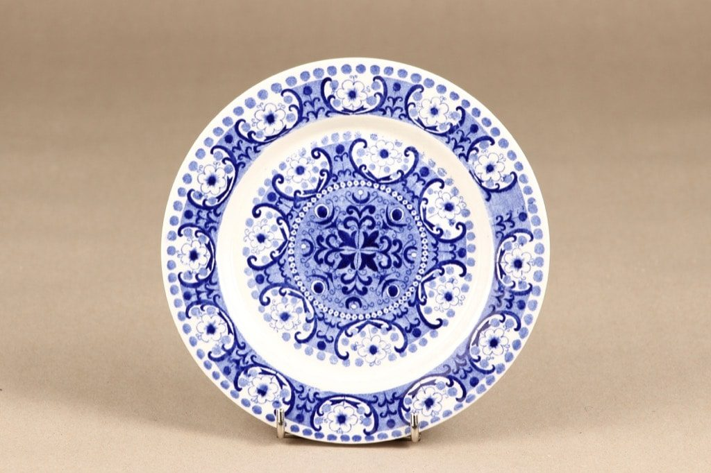 Arabia Ali lautanen, sininen, suunnittelija Raija Uosikkinen, kuparipainokoriste