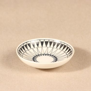 Arabia koristelautanen, käsinmaalattu, suunnittelija Brita Heilimo,