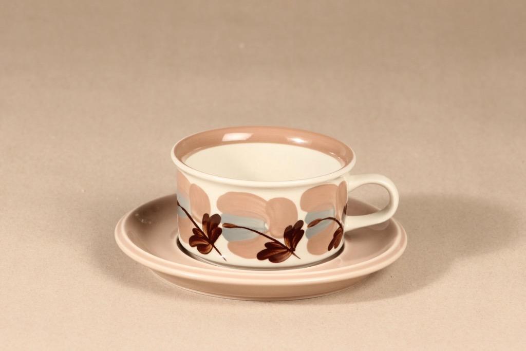 Arabia Koralli teekuppi+lautaset, käsinmaalattu, suunnittelija Raija Uosikkinen,  kuva 2