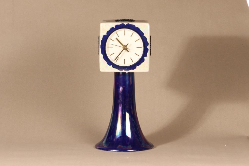Arabia kello, käsinmaalattu, suunnittelija Birger Kaipiainen,