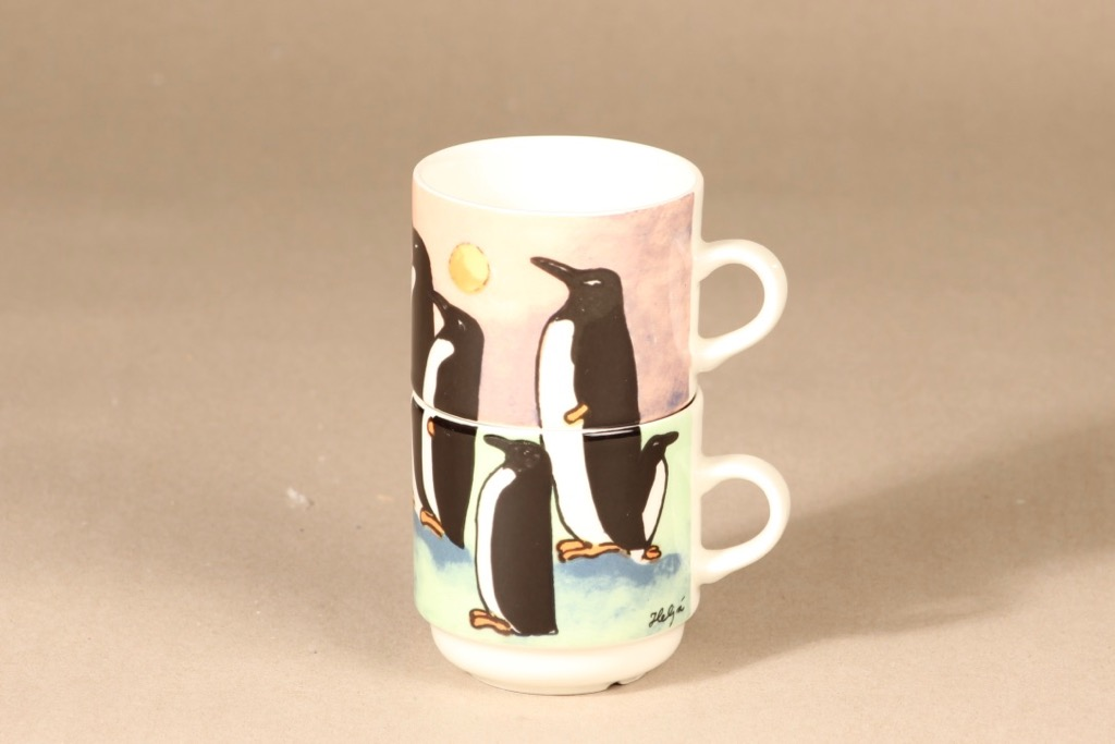 Arabia muki, 2-piece, stackable, designer Heljä Liukko-Sundström, silk screening, penguin theme, cup play