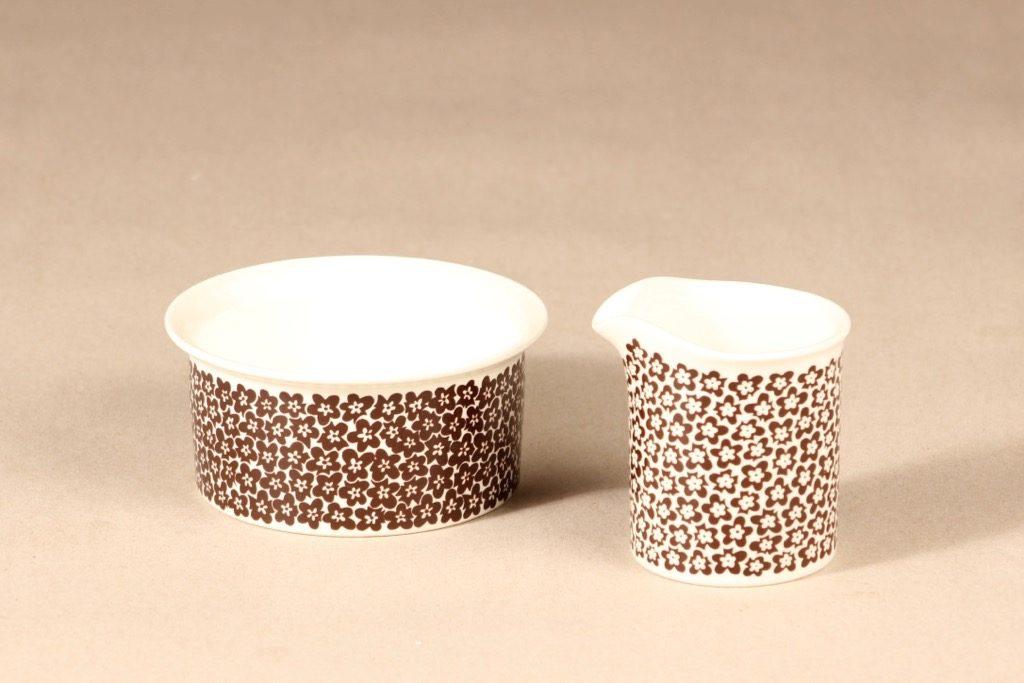 Arabia Faenza kukka kahvikuppi, ruskeakukka, 2 kpl, suunnittelija Inkeri Seppälä, ruskeakukka, serikuva, kukka-aihe
