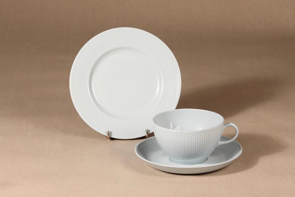 Arabia Sointu teekuppi ja lautaset, vaaleansininen, suunnittelija Kaj Franck,