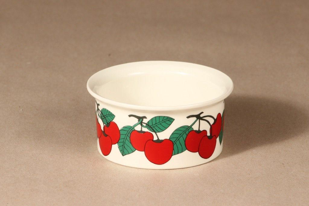 Arabia Kirsikka kulho, punainen, suunnittelija Inkeri Seppälä, serikuva, marja-aihe