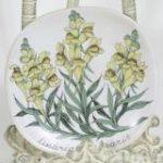 Arabia Botanica Kannusruoho koristelautanen, suunnittelija Esteri Tomula