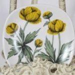 Arabia Botanica Keltakurjenmiekka koristelautanen, suunnittelija Esteri Tomula