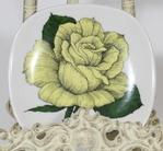 Arabia Rosa ever gold koristelautanen, suunnittelija Esteri Tomula