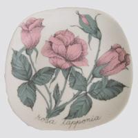 Arabia Rosa lapponia koristelautanen, suunnittelija Esteri Tomula