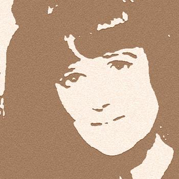 Nanny Still McKinney oli suomalainen, kansainvälisesti arvostettu lasitaiteilija. Riihimäen lasi, Rosenthal. Harlekiini, Flindari, Grappo, Grapponia, Riikinkukko, Sulttaani