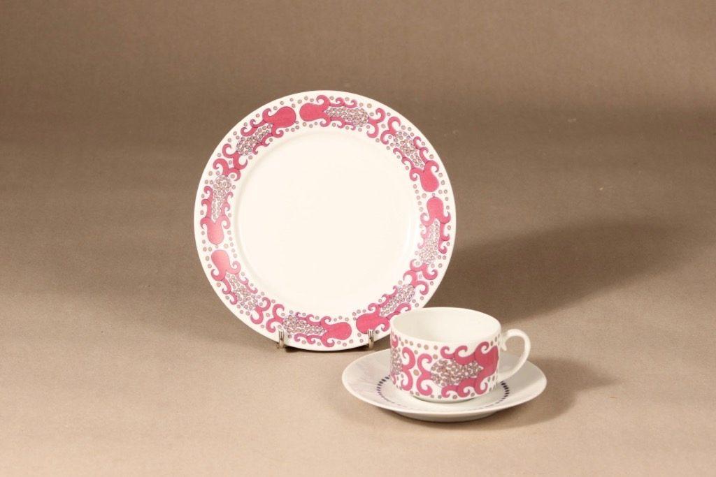 Arabia Esmeralda kahvikuppi ja lautaset, pinkki, suunnittelija Esteri Tomula, serikuva, retro