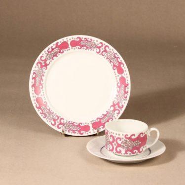 Arabia Esmeralda coffee cup, saucer and plate, pink, Esteri Tomula