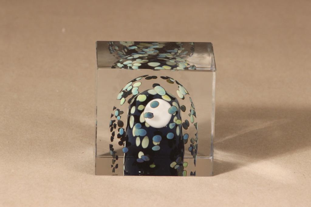 Nuutajärvi Suomi 75 vuotta art glass cube, Finland 75 years, designer Oiva Toikka, signed, numbered