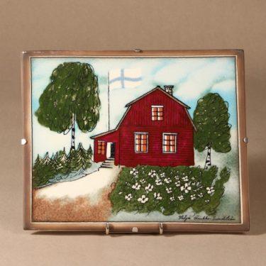 Arabia seinätaulu, Punainen tupa ja perunamaa, suunnittelija Heljä Liukko-Sundström, Punainen tupa ja perunamaa, serikuva, signeerattu