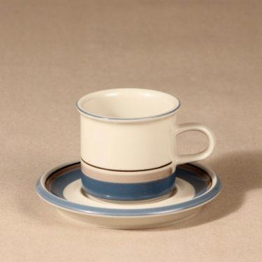 Arabia Uhtua kahvikuppi, suunnittelija Inkeri Leivo, raitakoriste