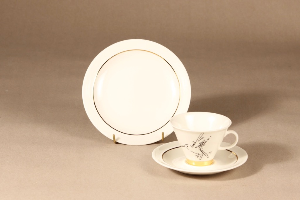 Arabia Harlekin Gold kahvikuppi ja lautaset, erikoiskoriste, suunnittelija Inkeri Leivo, erikoiskoriste