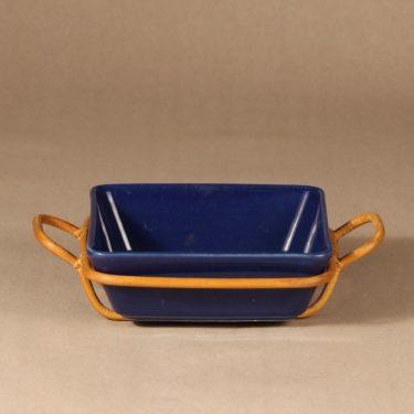 Arabia Kilta kulho rottinkikorilla, sininen, suunnittelija Kaj Franck, rottinkikori