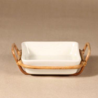 Arabia Kilta kulho rottinkikorilla, valkoinen, suunnittelija Kaj Franck, rottinkikori