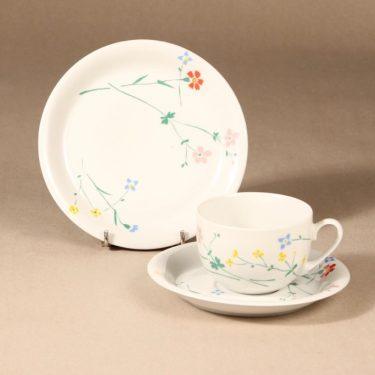 Marimekko kahvikuppi ja lautaset, 2 kpl, suunnittelija , 2 kpl, kukka-aihe